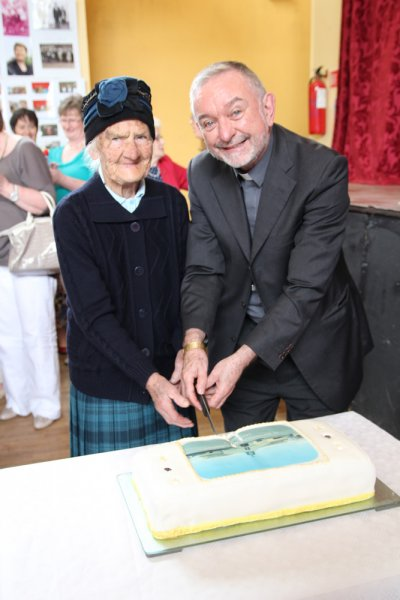 1-molly-brannigan-100-years-old-and-bishop-kieran-oreilly-cutting-the-cake-to-celabrait-the-bi-centenary-of-kilbarron-1